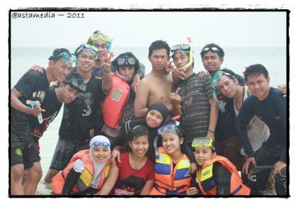 berenang dan snorkeling